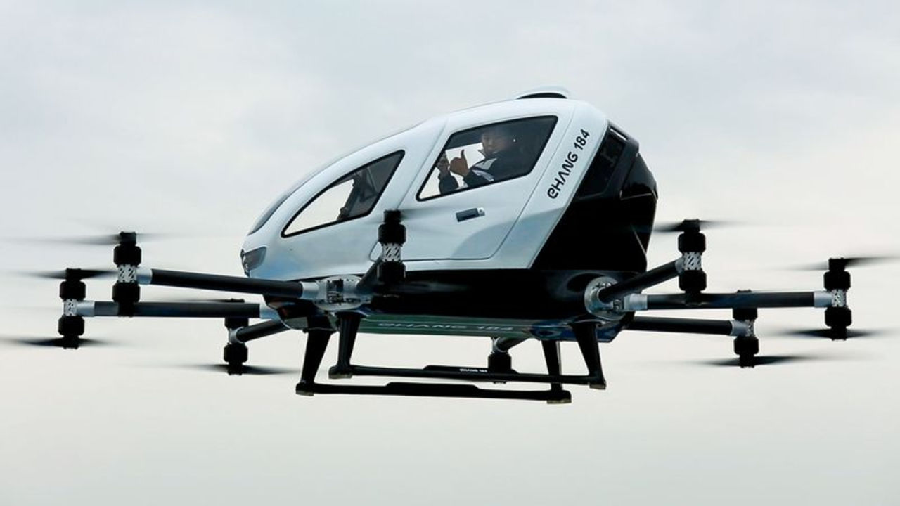 Китайцы впервые показали пилотируемые испытания дрон-такси EHang 184