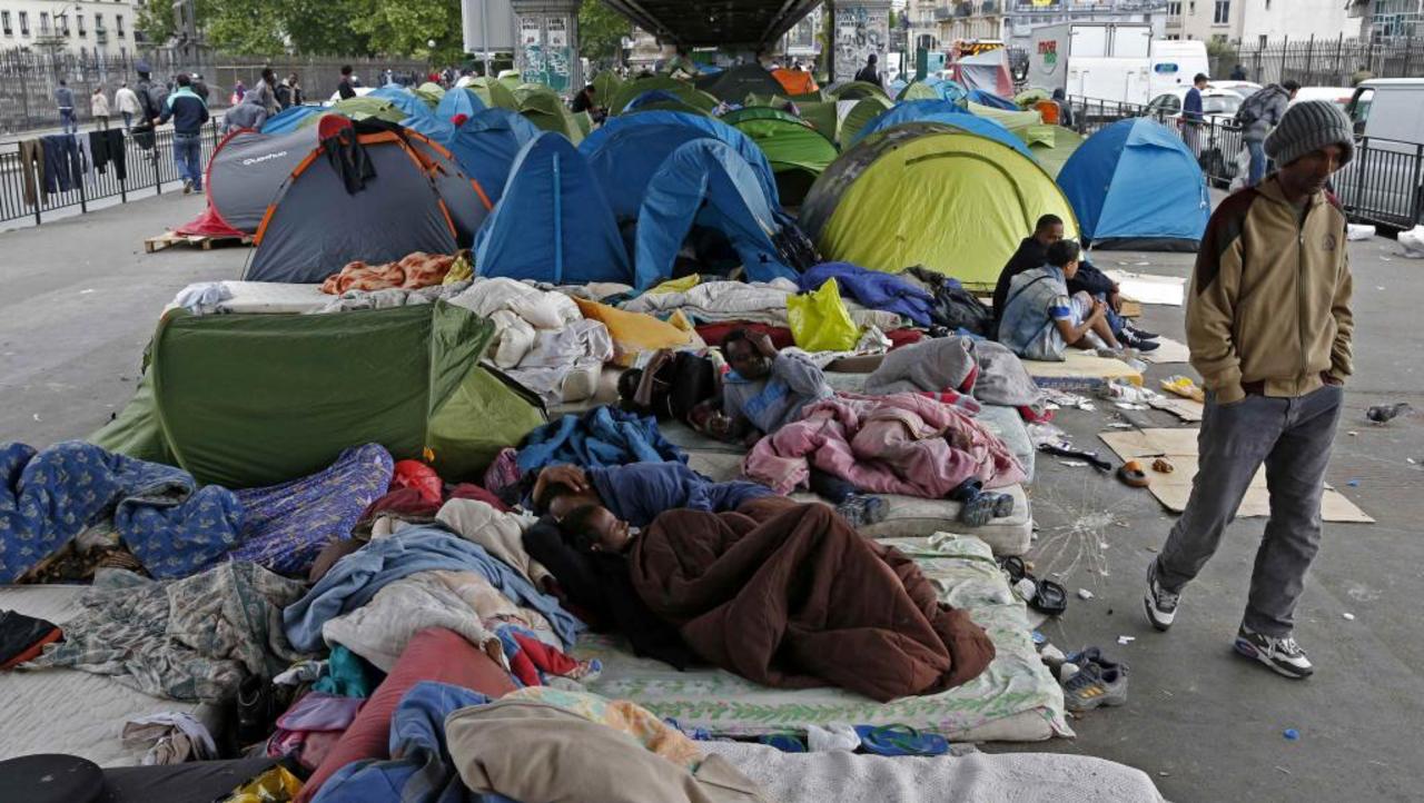 Полицейские Парижа начали ликвидацию стихийного лагеря мигрантов
