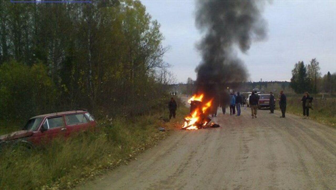 Мотоцикл зажегся после столкновения ВАЗом втомском селе, двое травмированы
