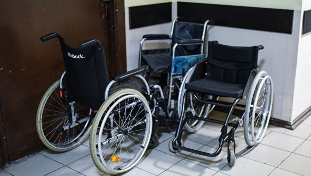 Охрана непустила вбар девушку наинвалидной коляске вКрасноярске