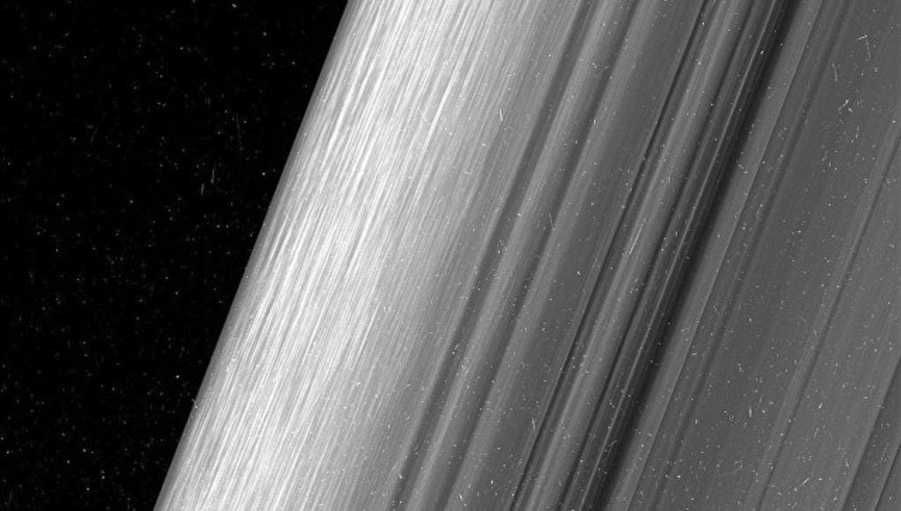 Аппарат Cassini продемонстрировал кольца Сатурна срекордным разрешением
