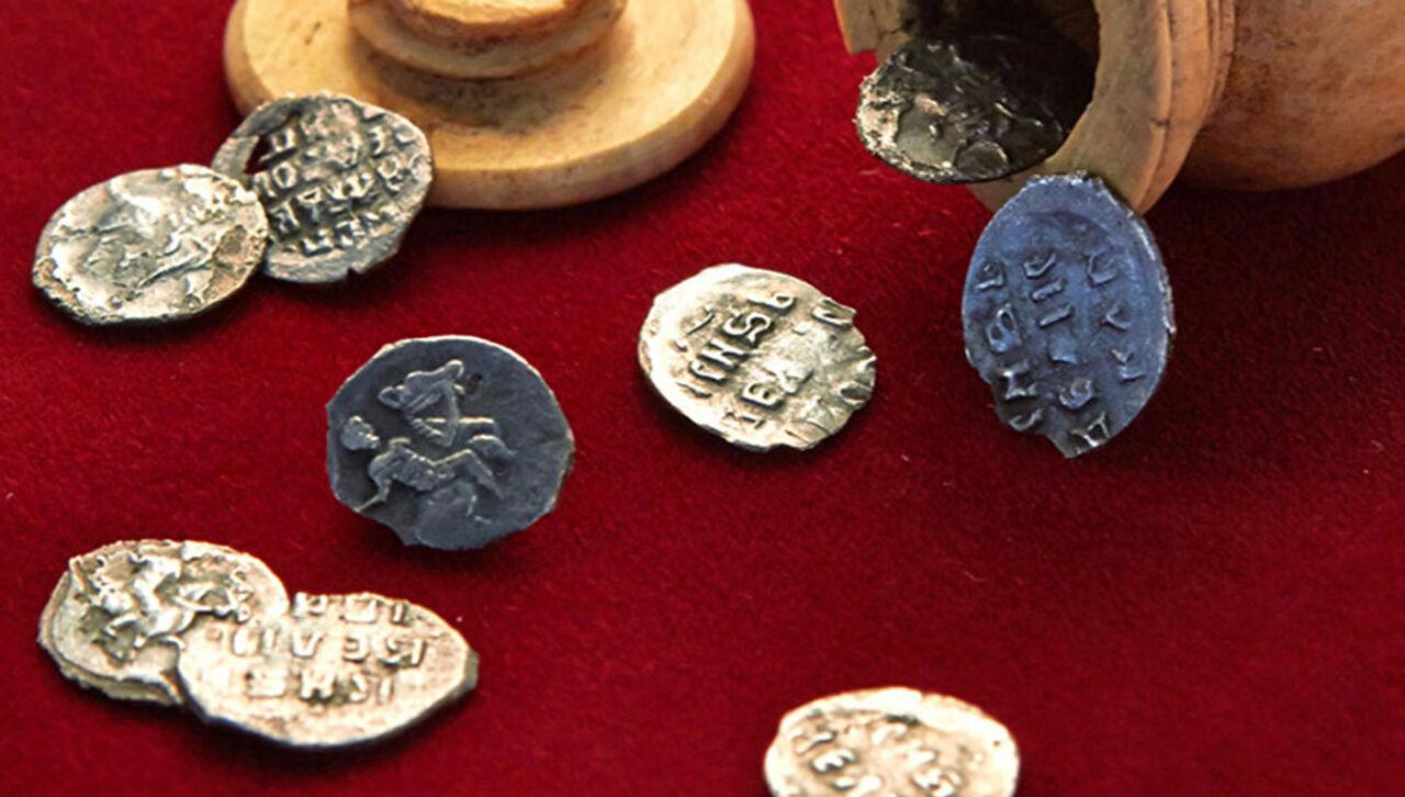 В центре москвы найден уникальный клад времен ивана грозного.