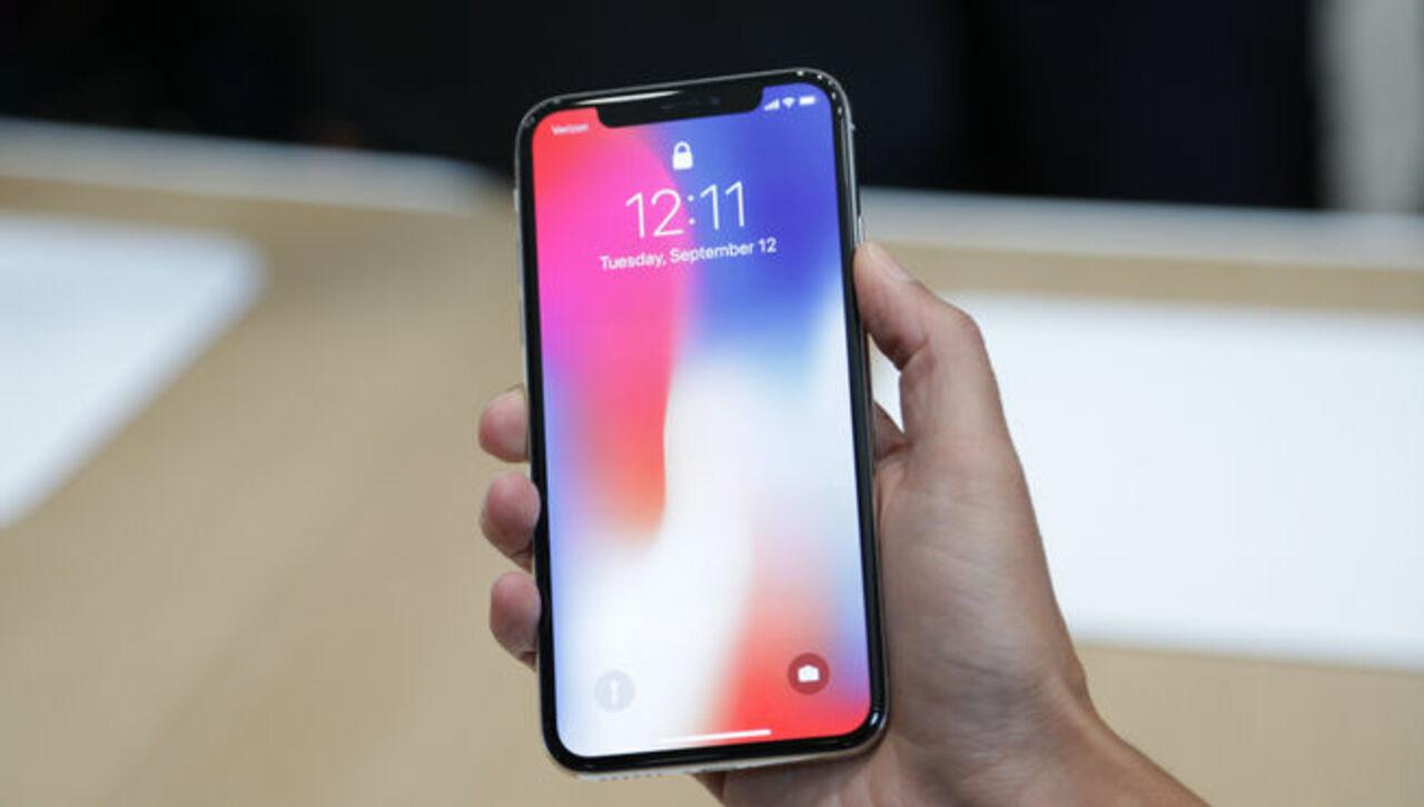 Десятый Айфон за100 тыс руб. трещит при проигрывании музыки