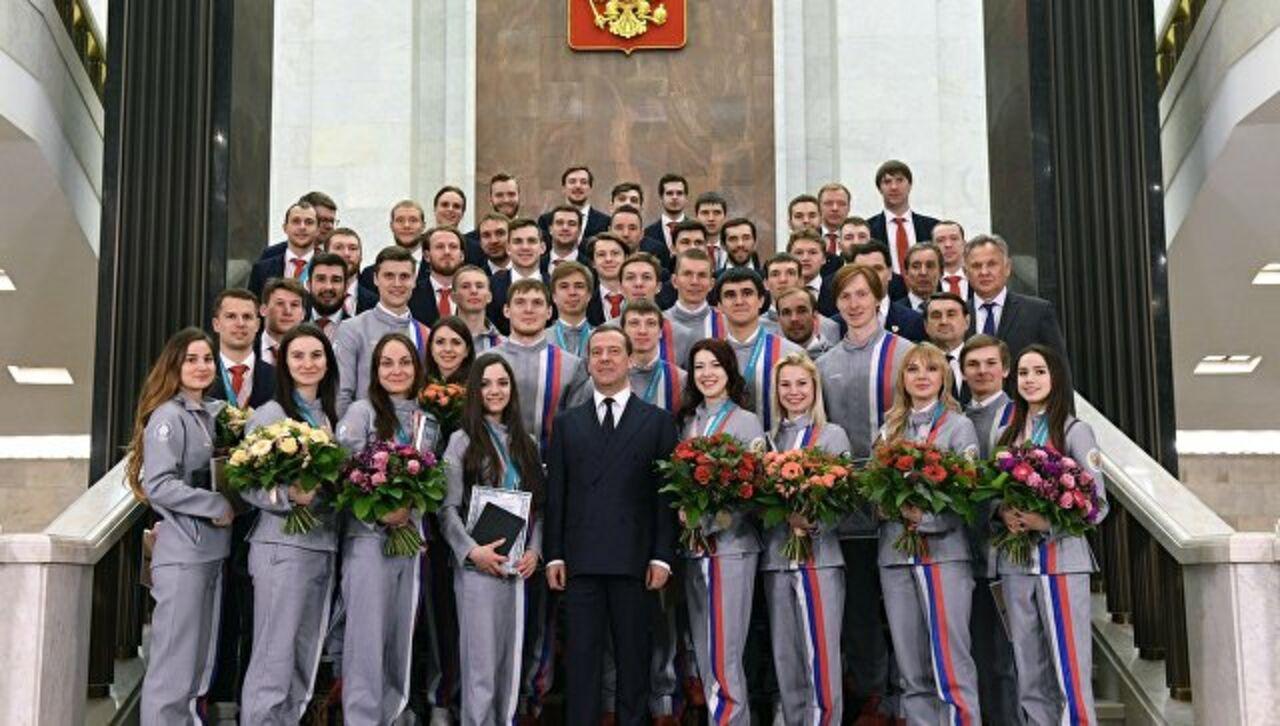 Заминка возникла в ходе церемонии вручения ключей от автомобилей российским олимпийцам. Об этом сообщает РИА