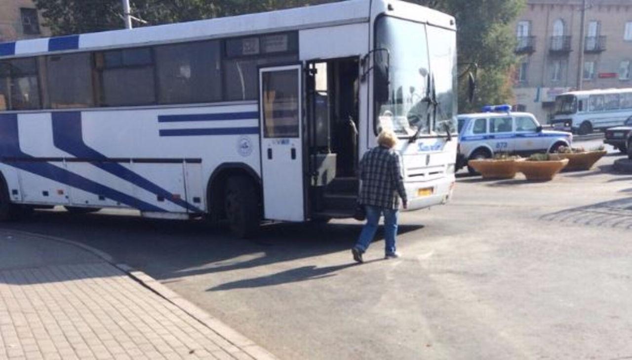 Накемеровском автовокзале шофёр автобуса сбил пенсионерку