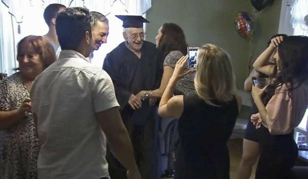 Гражданин  Филадельфии получил диплом обокончании школы в97 лет