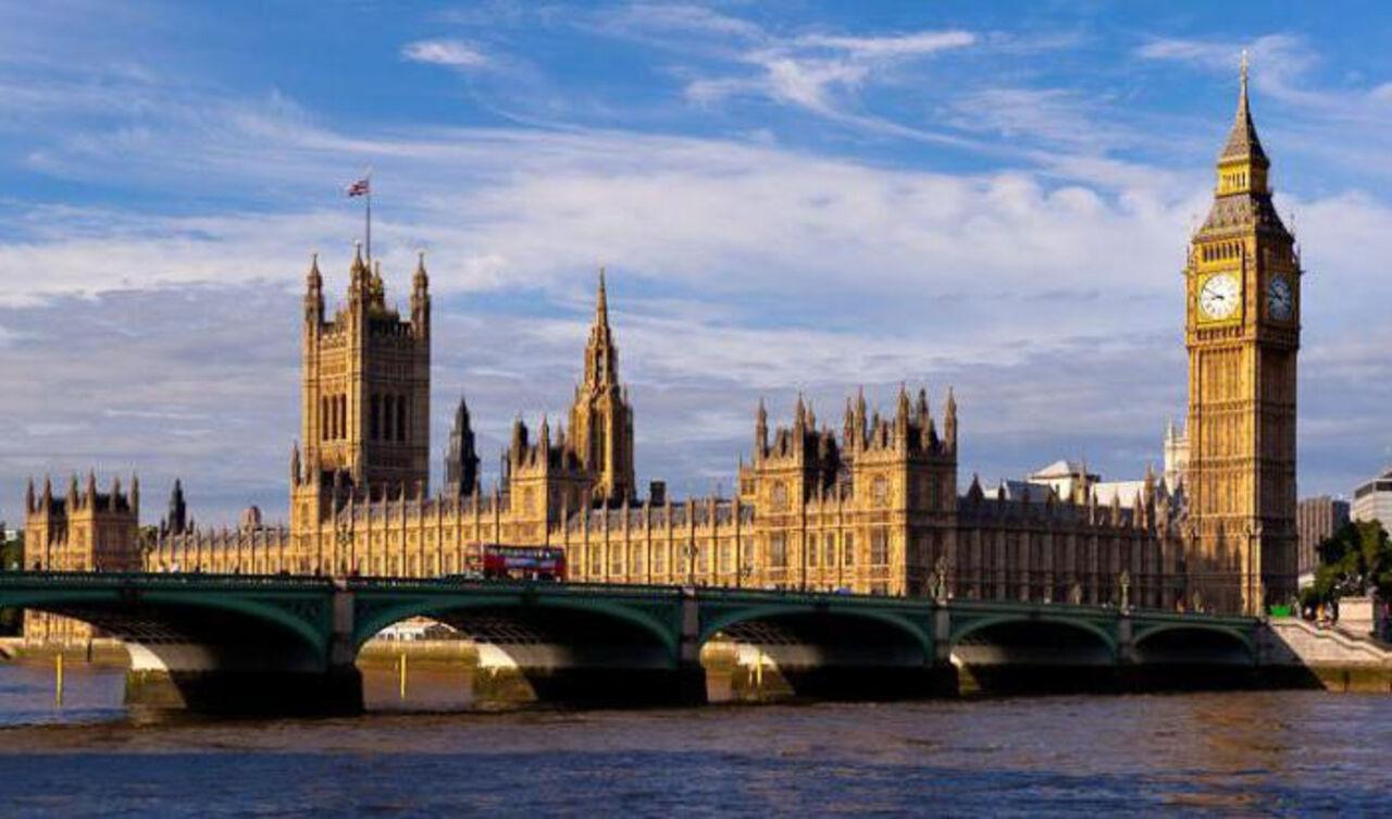 Британский парламент одобрил законодательный проект озапуске Brexit