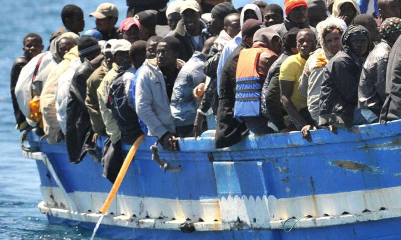 Береговая охрана Италии спасла вморе неменее тысячи мигрантов