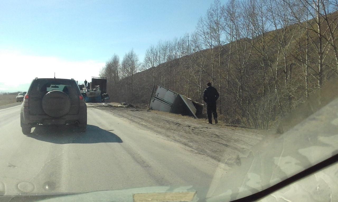 ВКузбассе в итоге тройного ДТП умер шофёр погрузчика