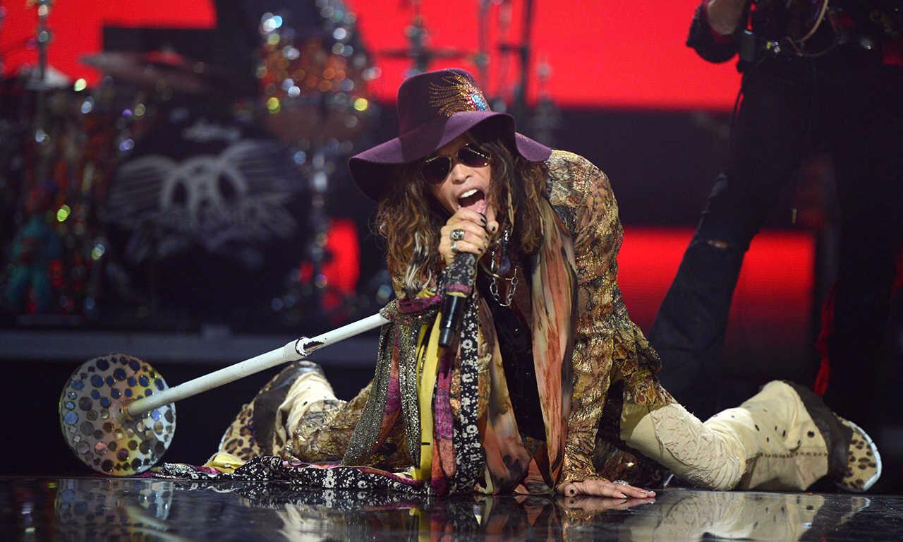 Лидер Aerosmith наконцерте в столице назвал террористов ублюдками