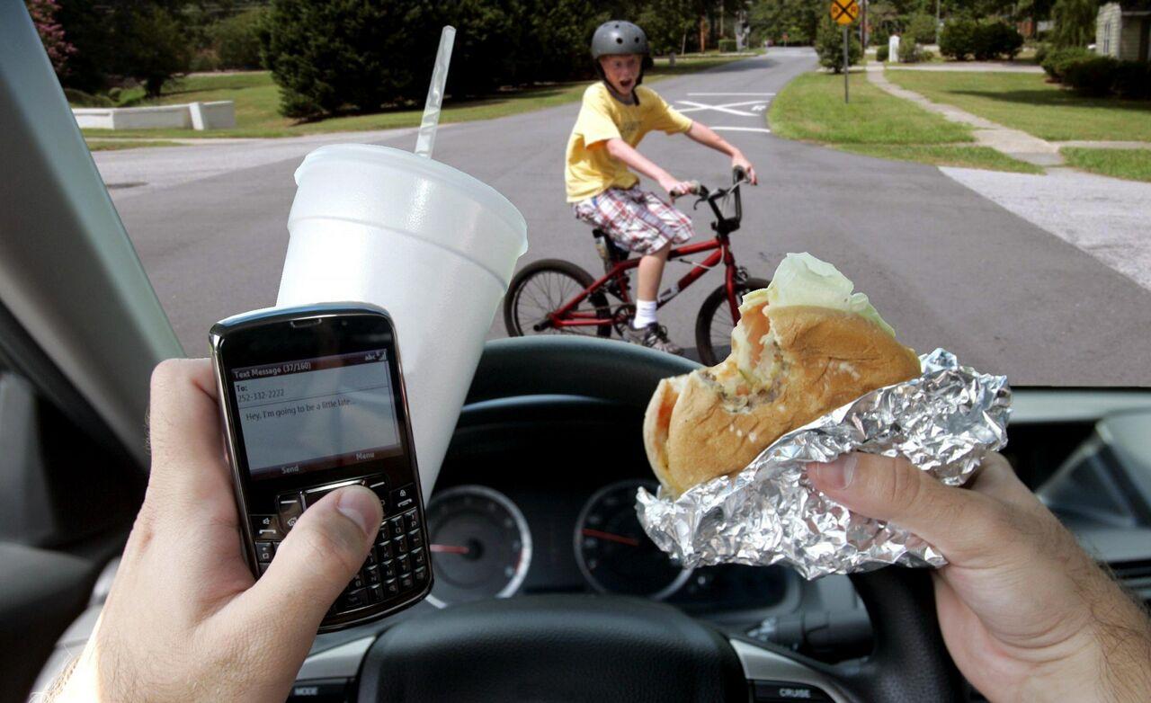 Неутешительная статистика: водители пользуются телефонами в88% поездок