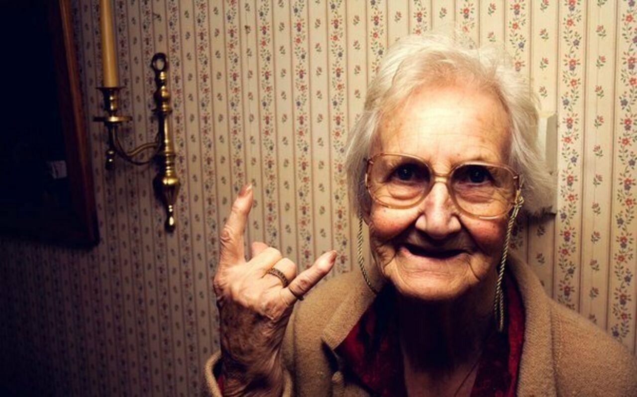 Ученые пояснили, как оптимизм продлевает жизнь женщинам