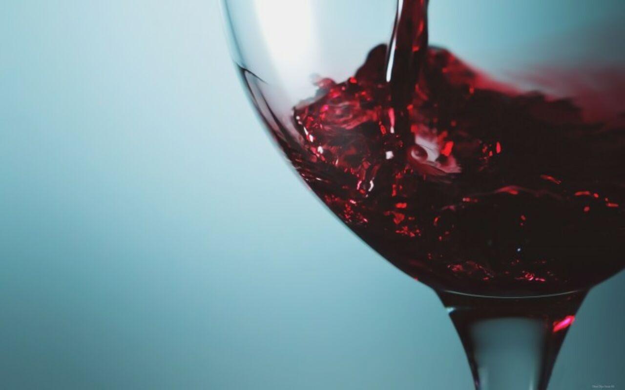 Ученые: стакан вина перед сном освободит отожирения