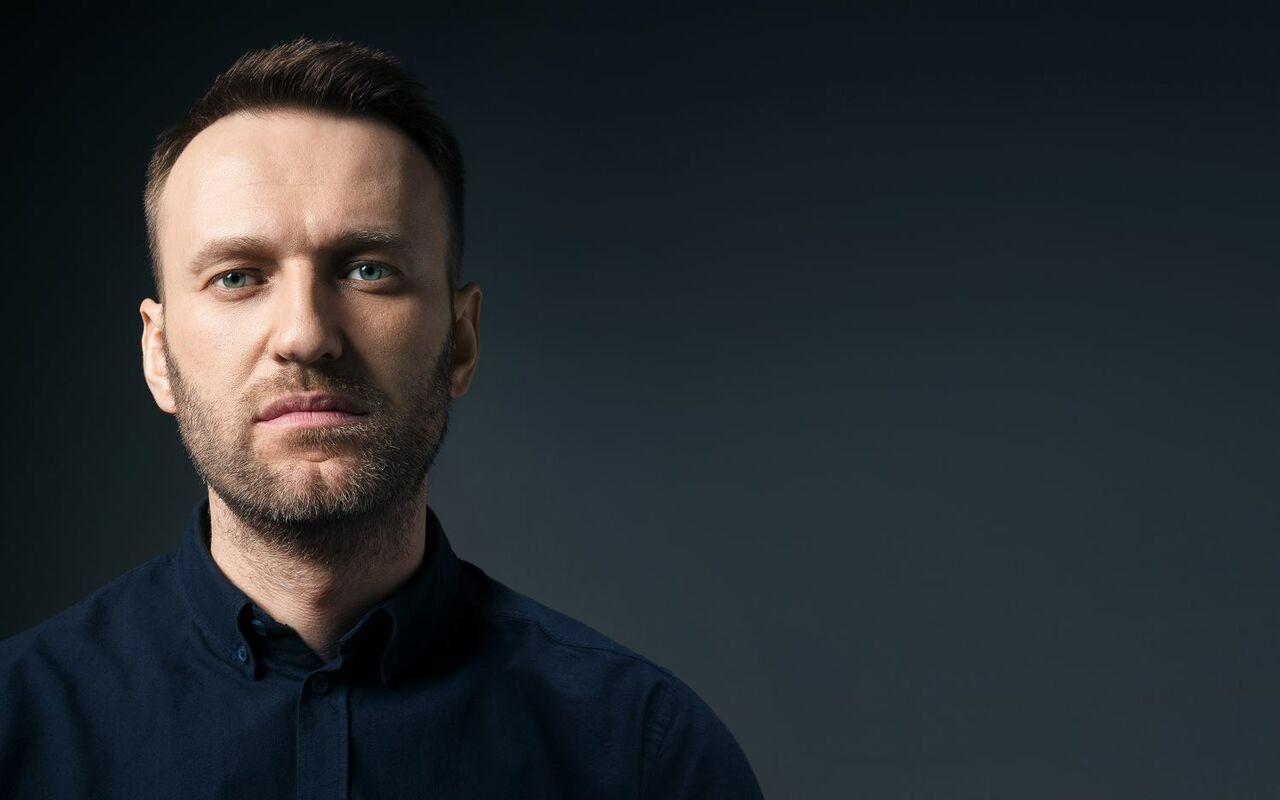 Членам штаба Навального вТомске залили дверь пеной иповредили машины