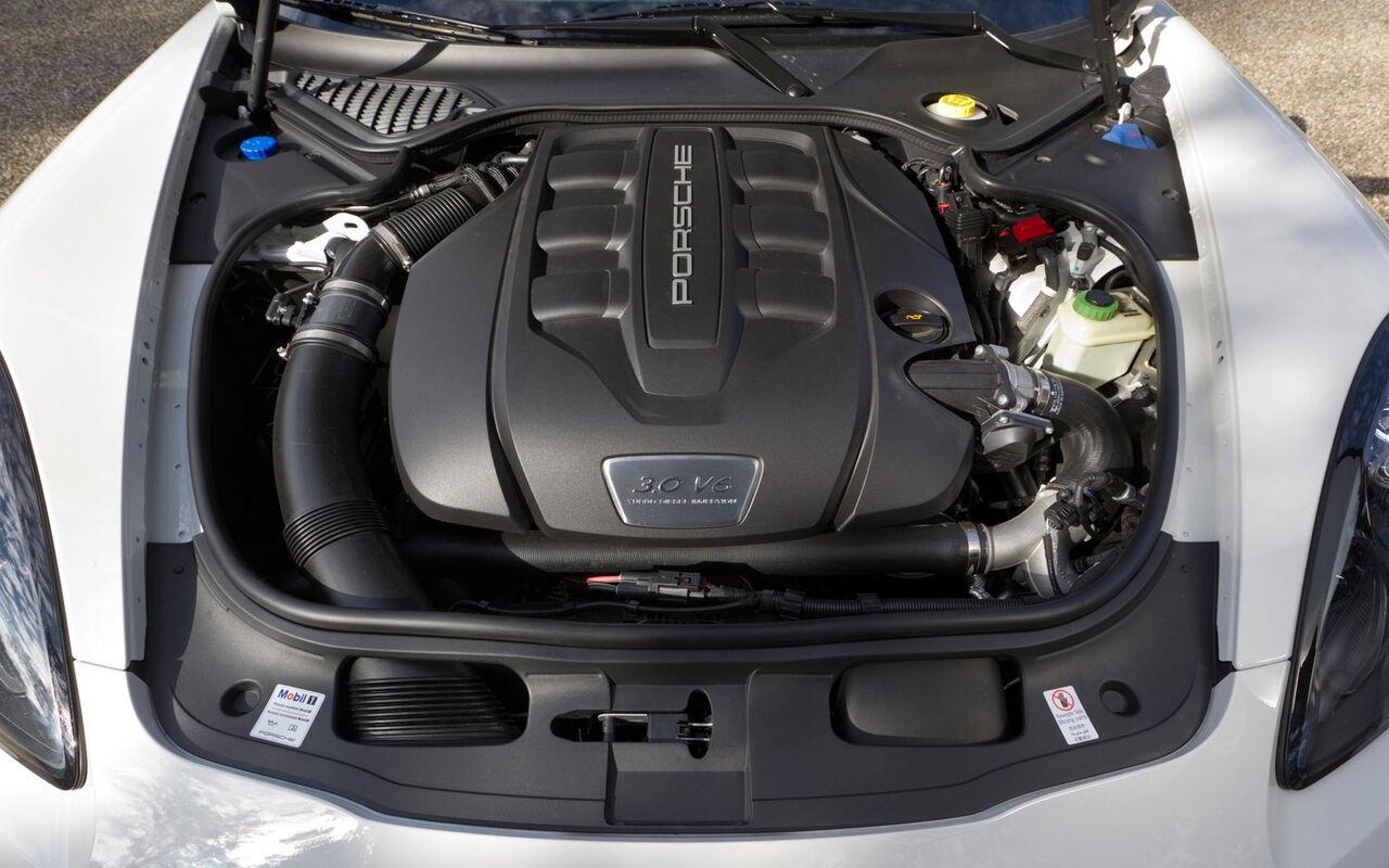 Компания Porsche опровергла информацию о полном отказе от дизельных двигателей на своих кроссоверах. Об этом сообщил Automotive News
