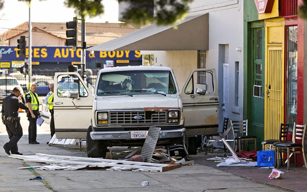 Шесть человек пострадали отнаезда автомобиля вЛос-Анджелесе