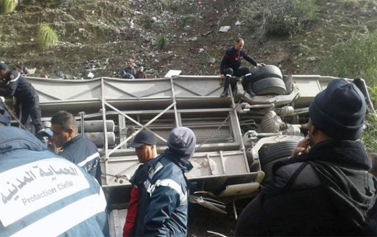 ВТунисе автобус стуристами рухнул с50-метровой высоты