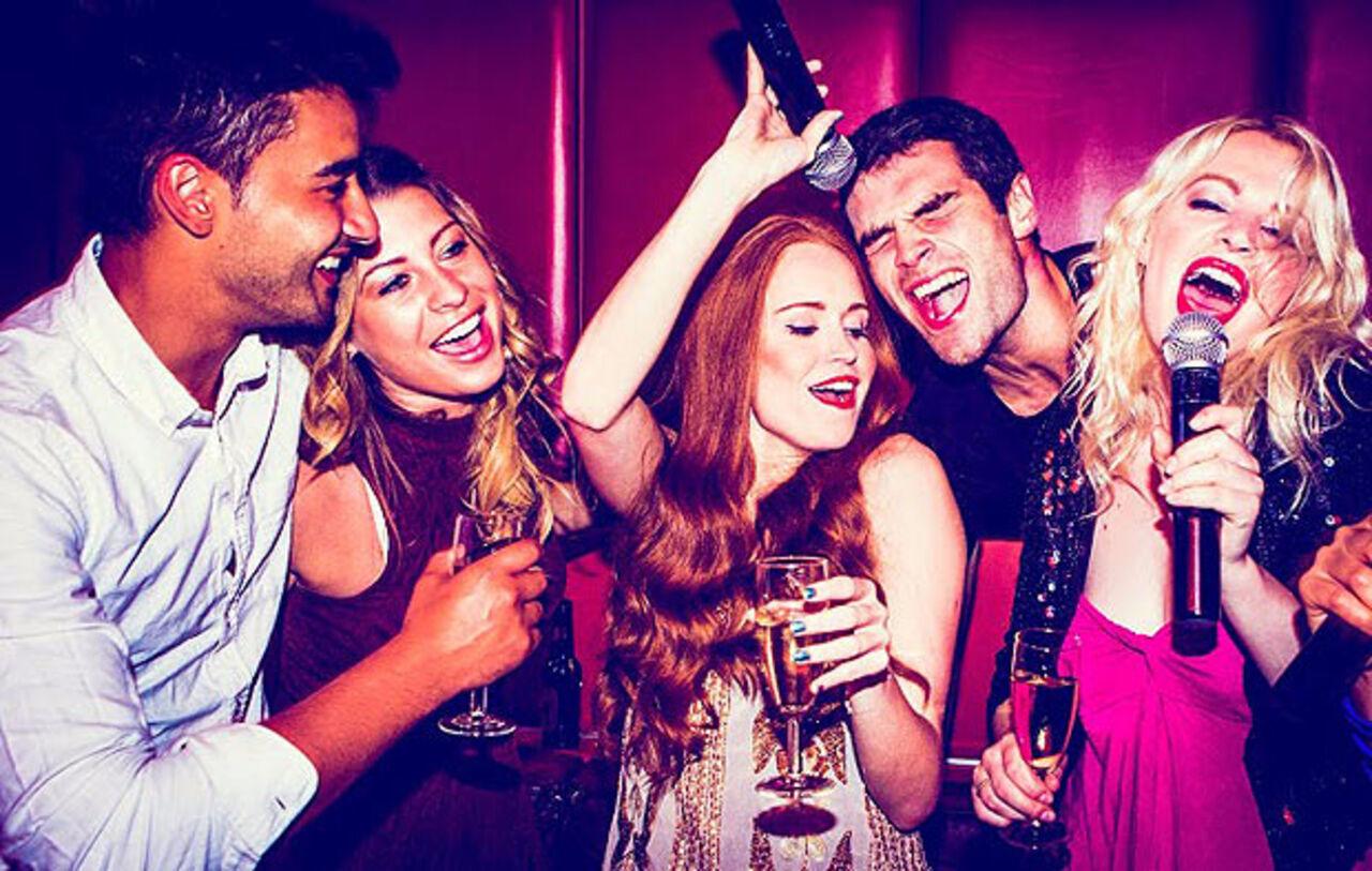 Сука на вечеринке 13 фотография