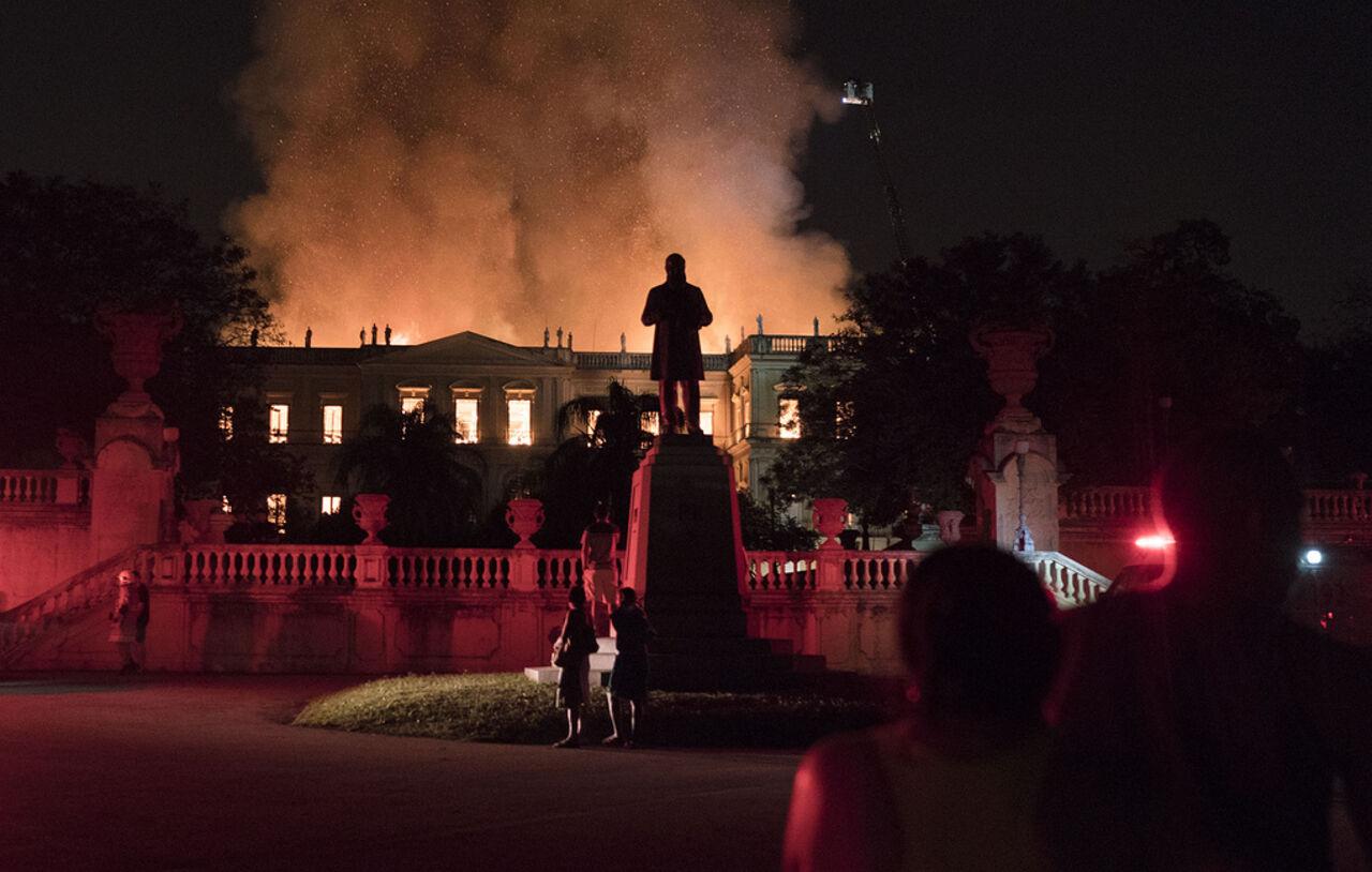 ВРио-де-Жанейро сгорел Национальный музей Бразилии