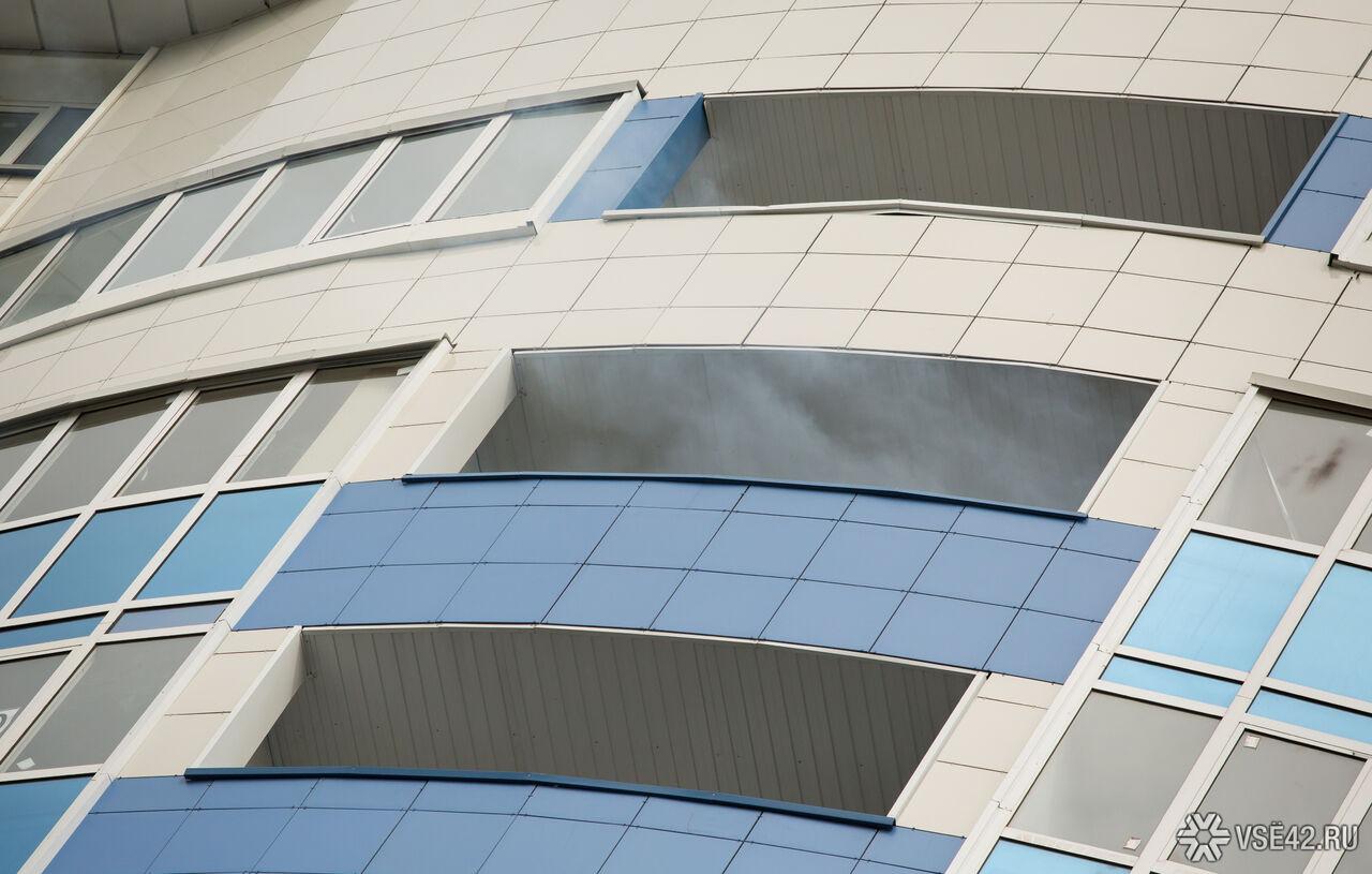 Кемеровчанин «вышел заводкой» вокно четвертого этажа ивыжил