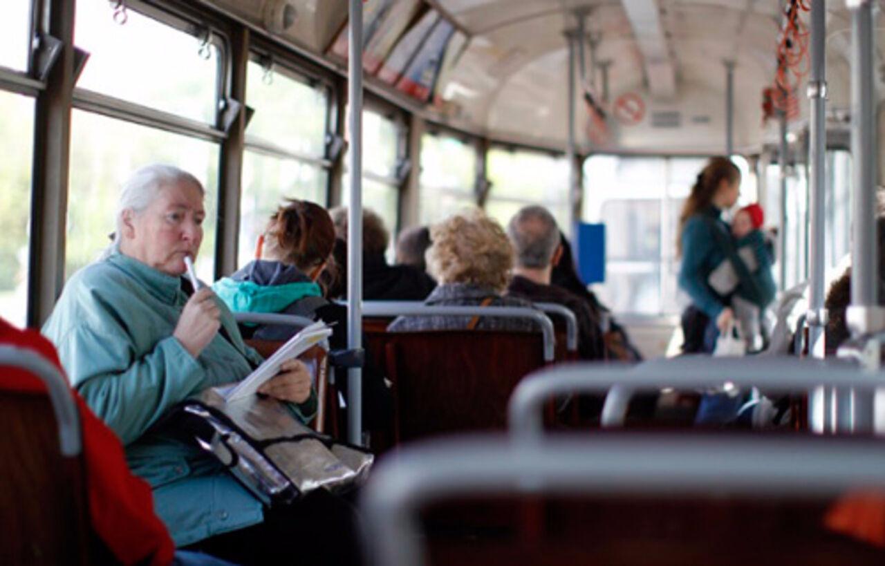 ВИваново изотъезжавшего отостановки автобуса выпала пассажирка с сыном