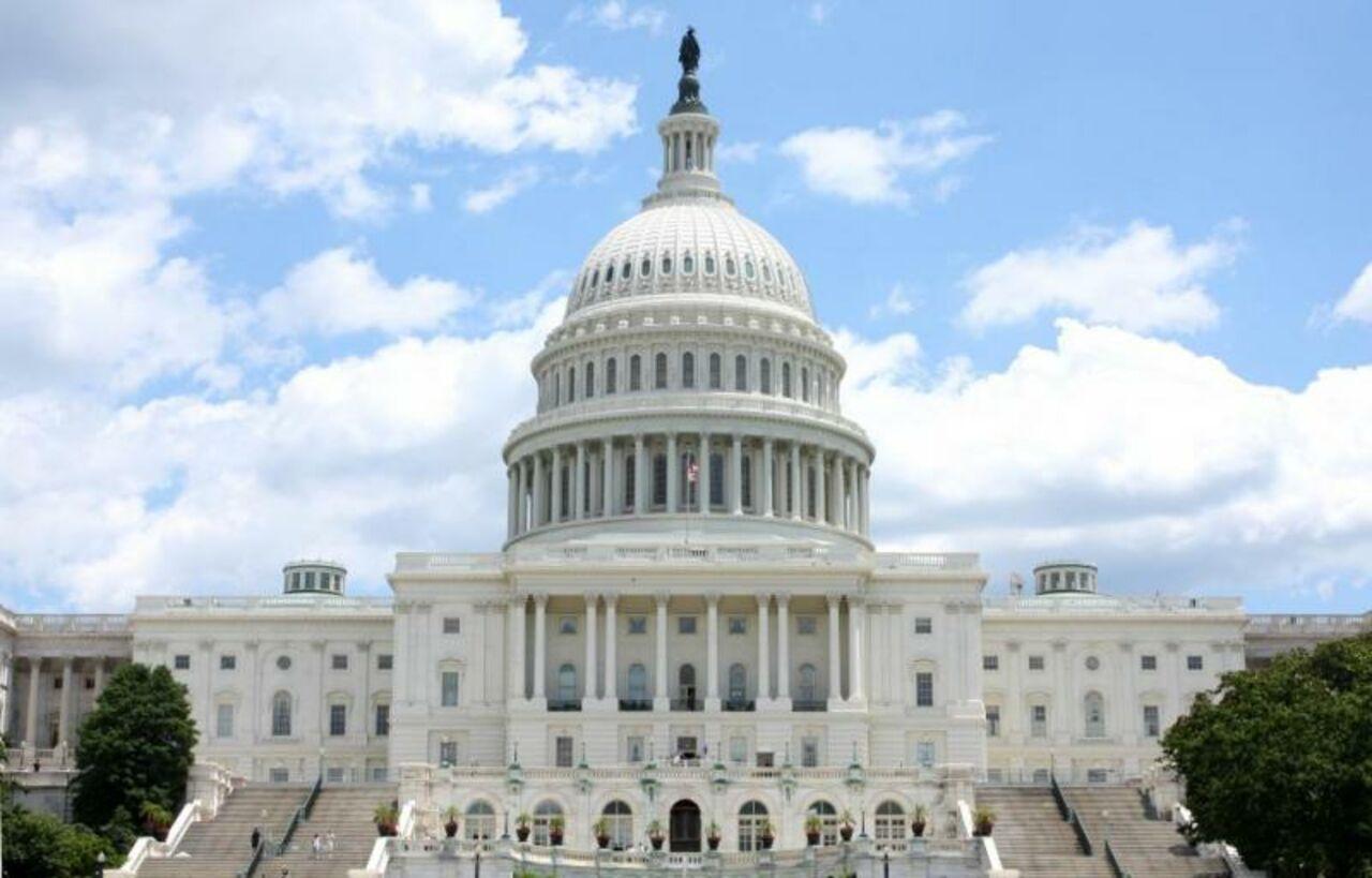 Отсутствие снобжения деньгами парализовало работу федеральных ведомств вСША