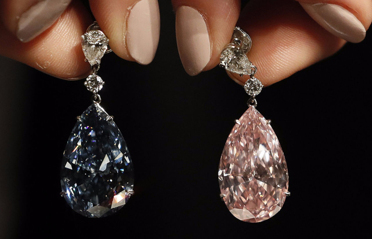 Нааукционе Sotheby's бриллиантовые серьги продали зарекордные $57 млн