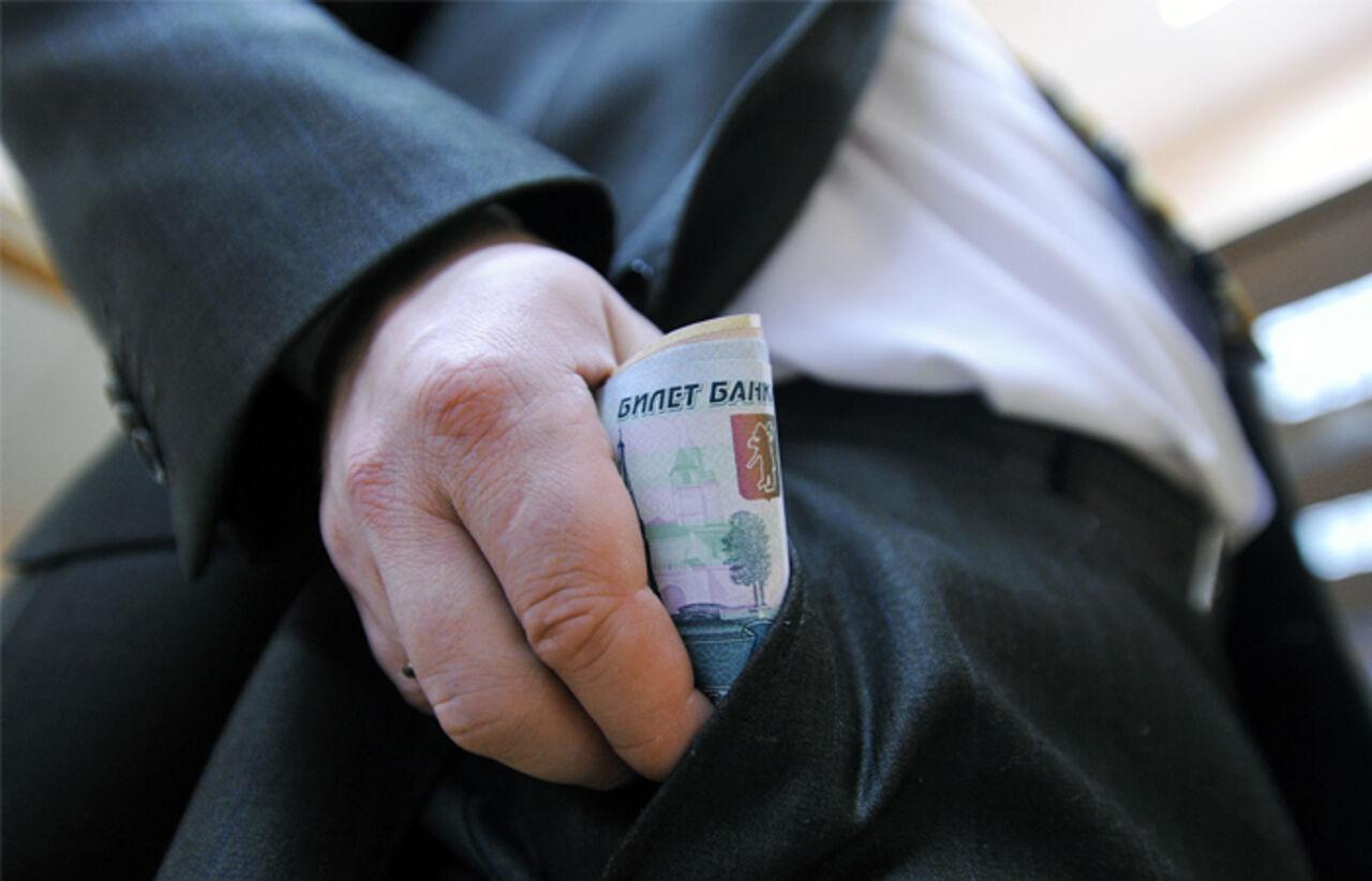 «Коммерсантъ» узнал окрупнейшей вистории Минобороны взятке в368 млн руб.