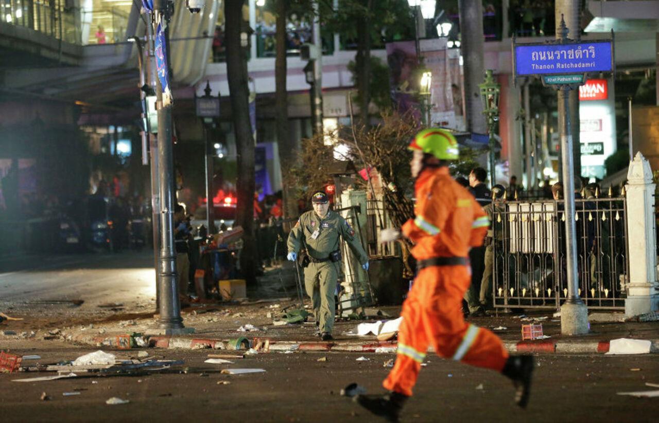 В центре Бангкока неизвестный бросил в реку взрывчатку