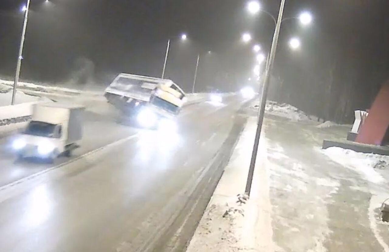 Вылет фуры с дороги устелы «Новокузнецк» попал навидео