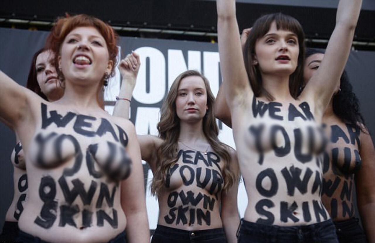Веганы обнажились для протеста наНеделе моды встолице Англии