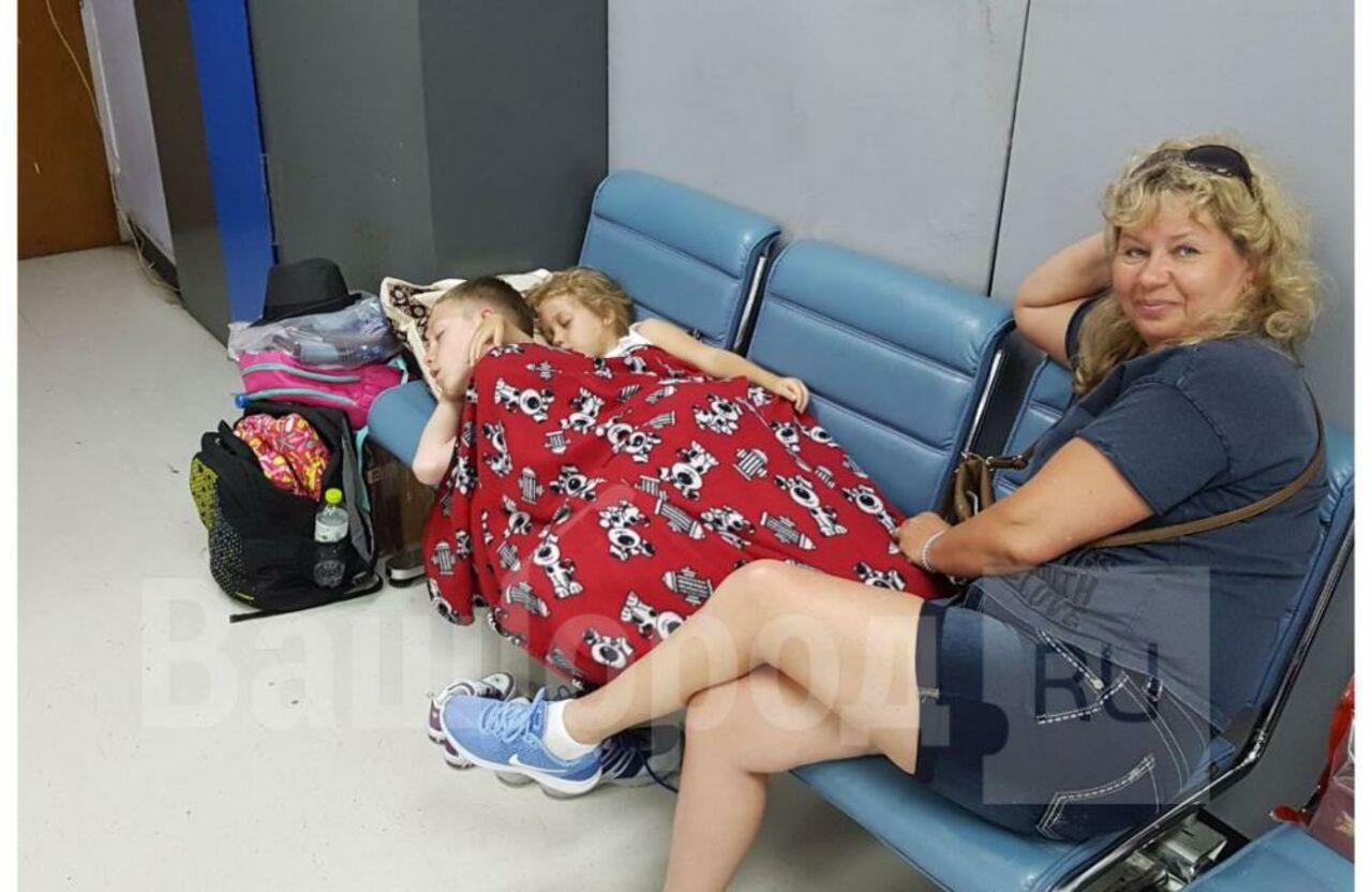 Около 300 кузбассовцев насутки застряли ваэропорту Таиланда