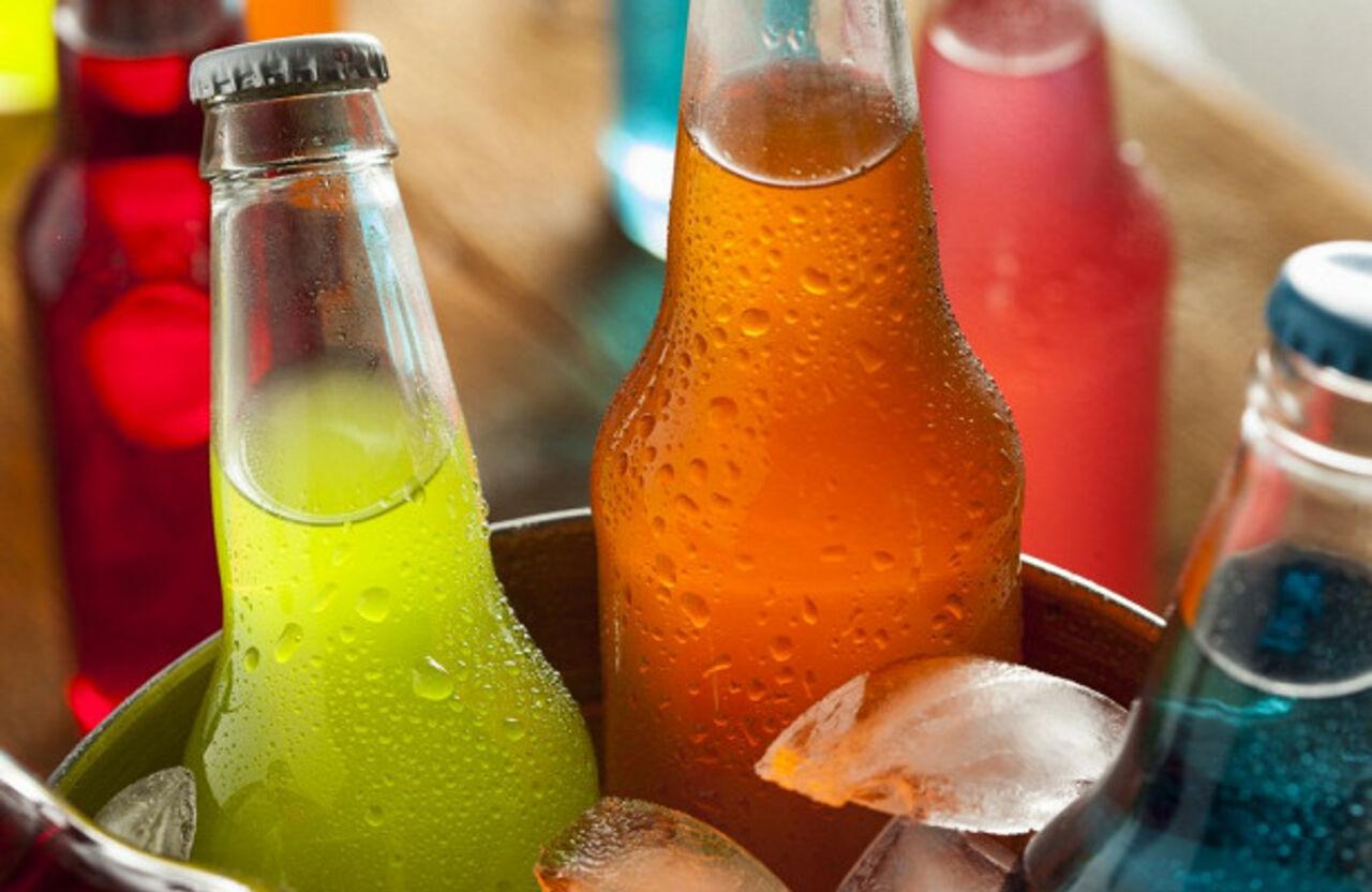 Российские власти предложили обложить налогом сладкие газированные напитки чтобы помочь гражданам в борьбе с лишним весом передает inforeac