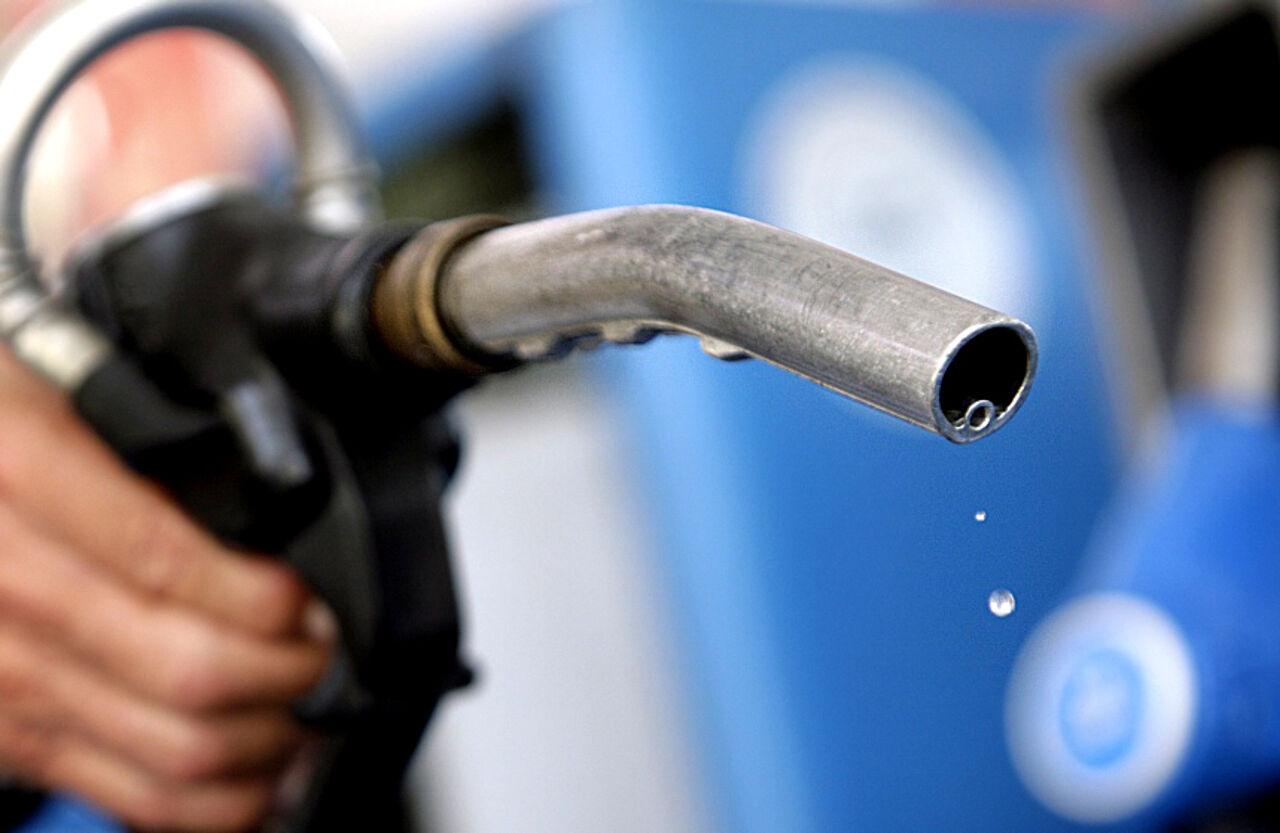 Стало известно, насколько подорожает в 2017г. в РФ бензин