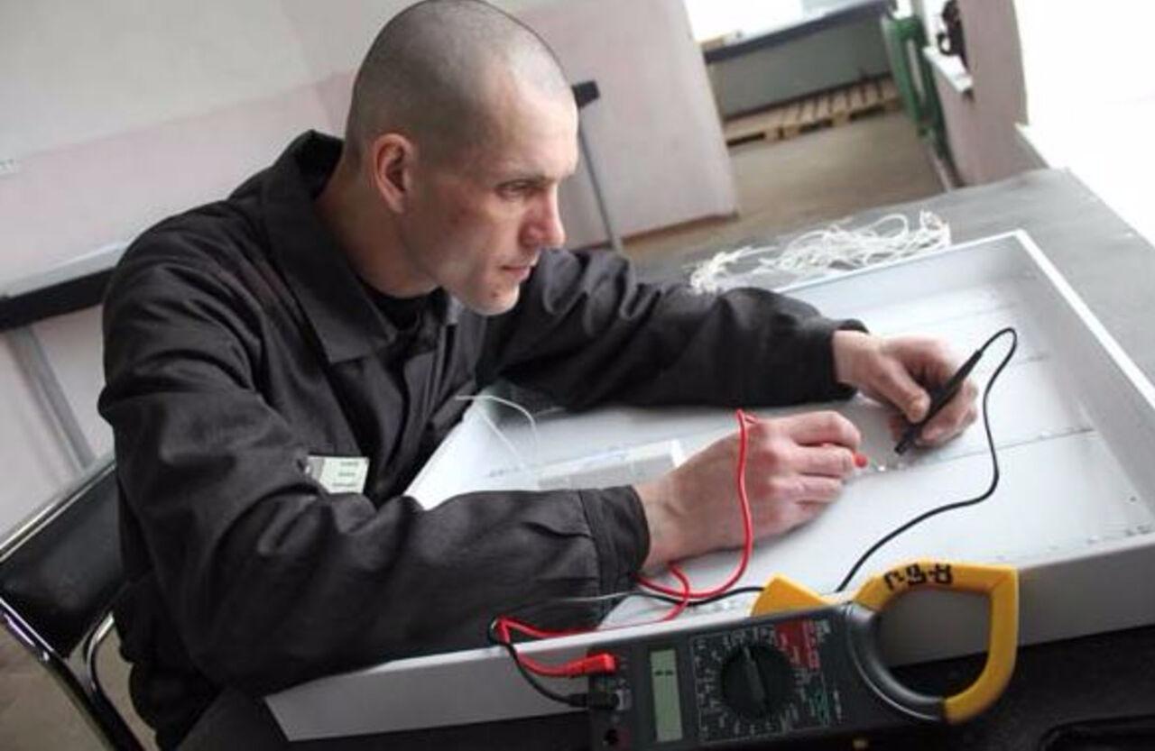 Кемеровские заключённые начали выпускать энергосберегающие осветительные приборы