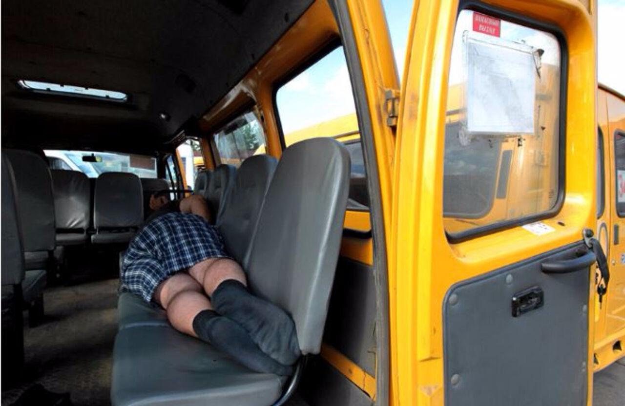 Трахнул в микроавтобусе, Автобус:видео. Бесплатное порно HQ Hole 8 фотография