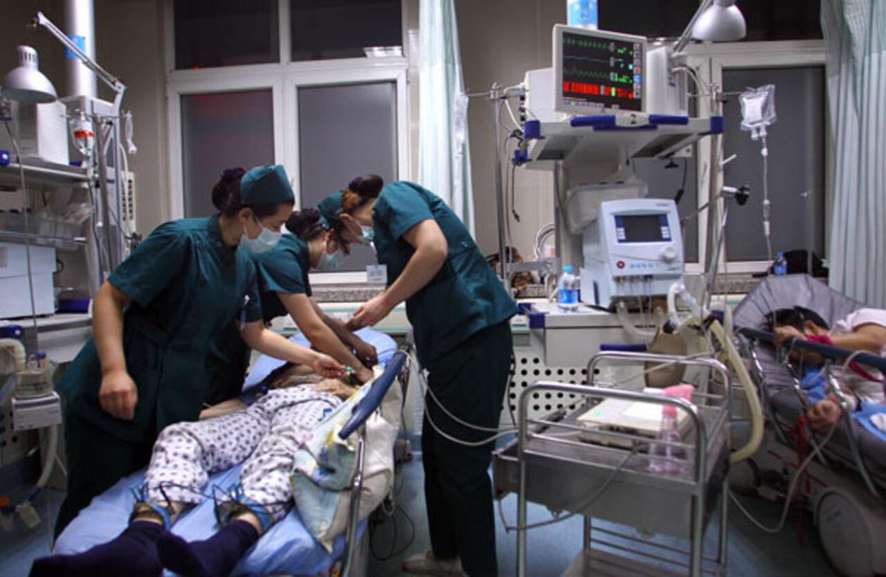 Китаянка смогла доехать до клиники ссекатором вголове