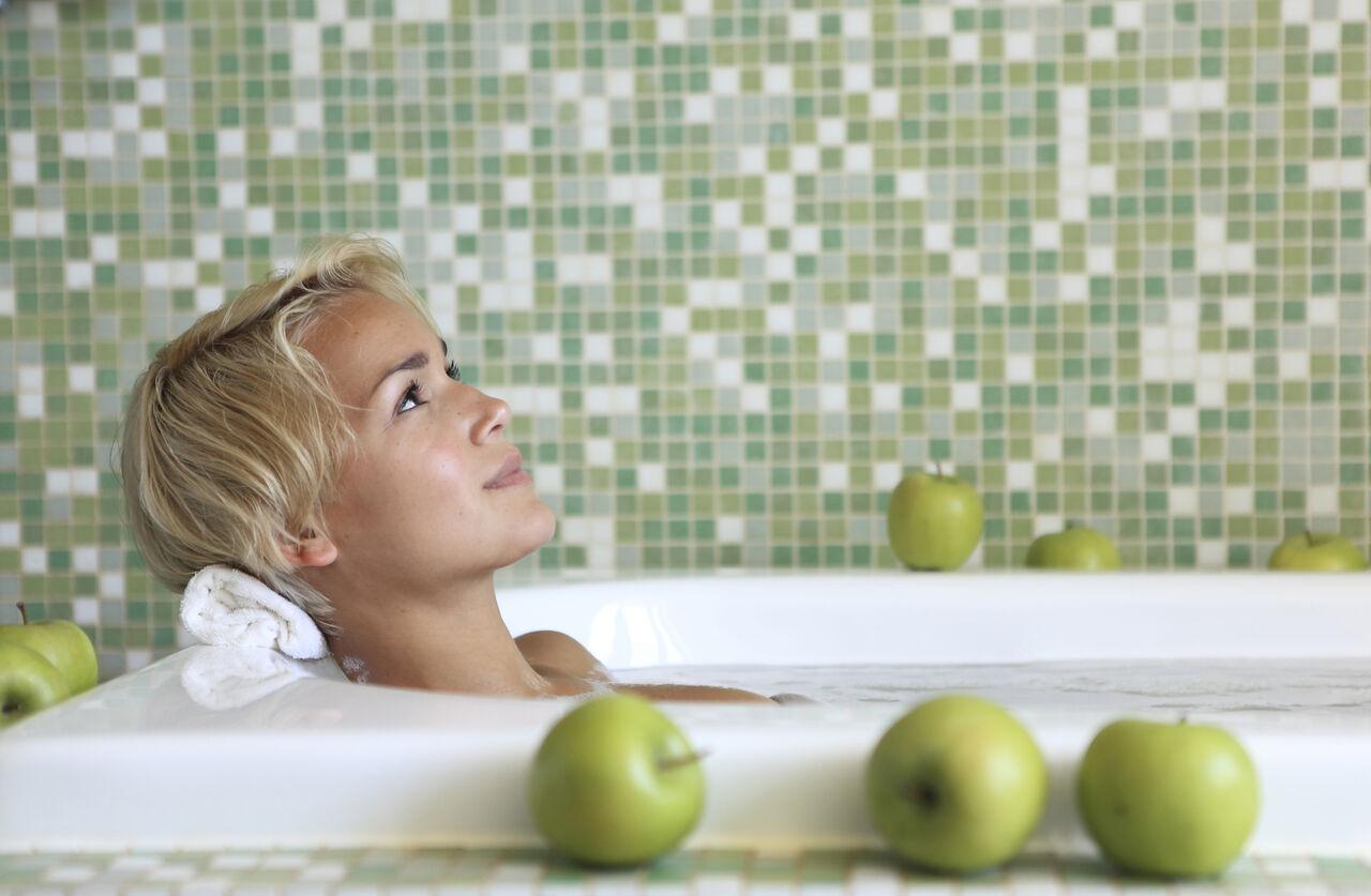 Ученые: замедлить старение помогут горячие ванны