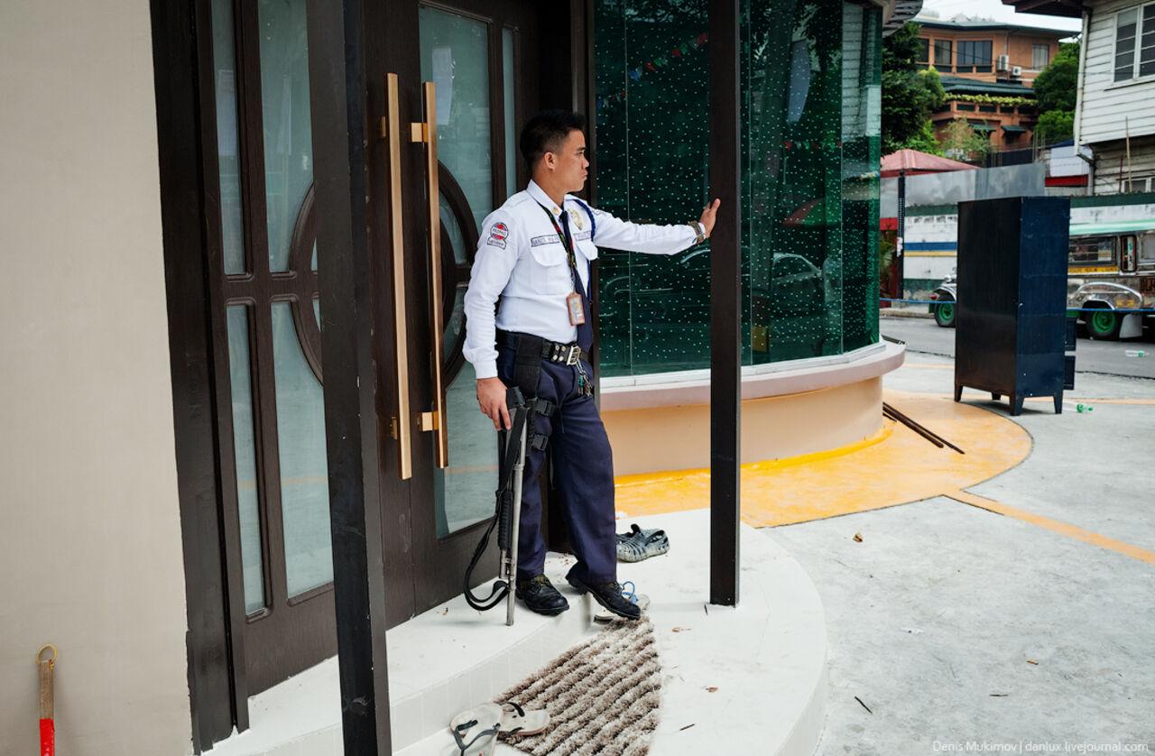 НаФилиппинах милиция подорвала коробку смусором упосольства США
