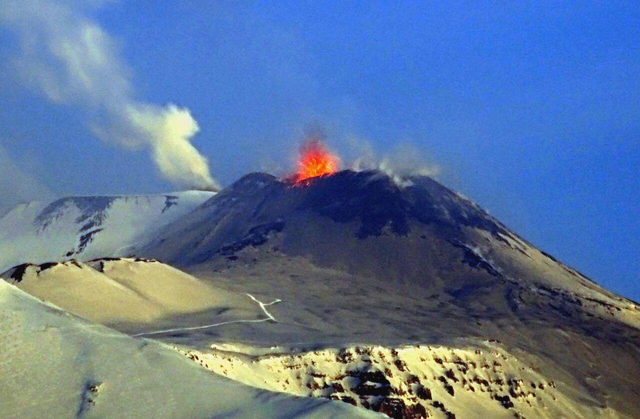 Наитальянском острове Сицилия проснулся вулкан Этна