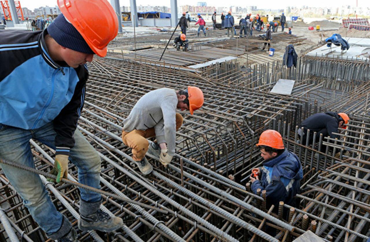 Жители России стали работать больше изарабатывать менее
