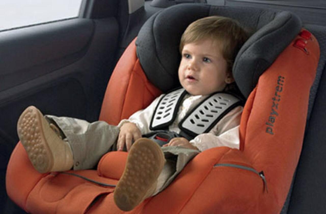 Дети всалоне автомобиля подвержены воздействию вредных выбросов— Ученый