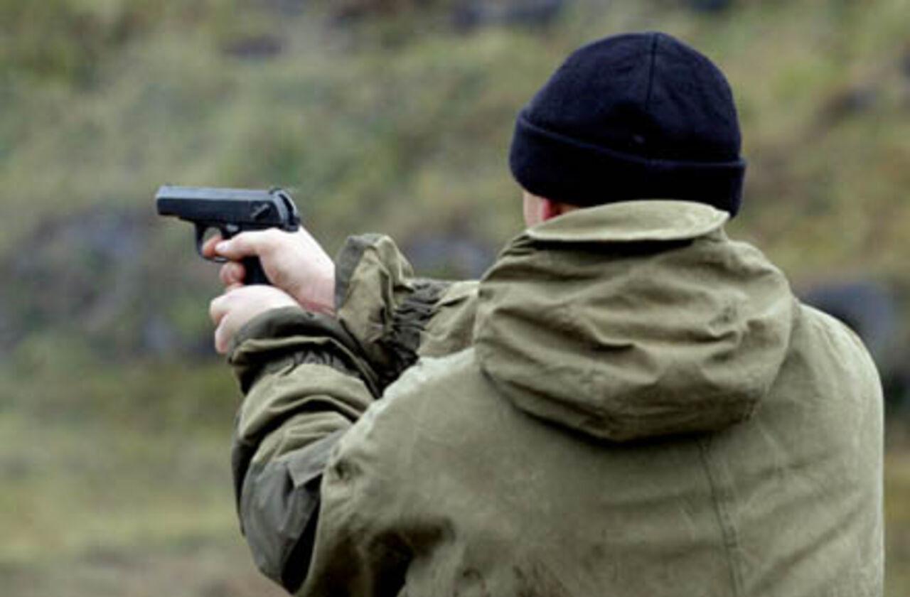 ВХабаровске неизвестный открыл стрельбу помашинам спросроченными продуктами