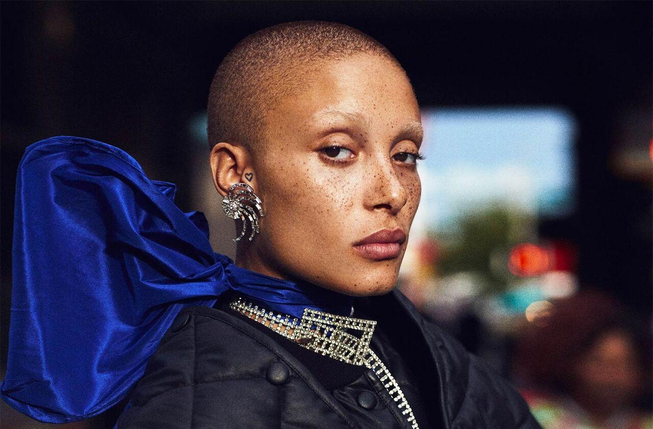 Лысая феминистка признана лучшей моделью года встолице Англии