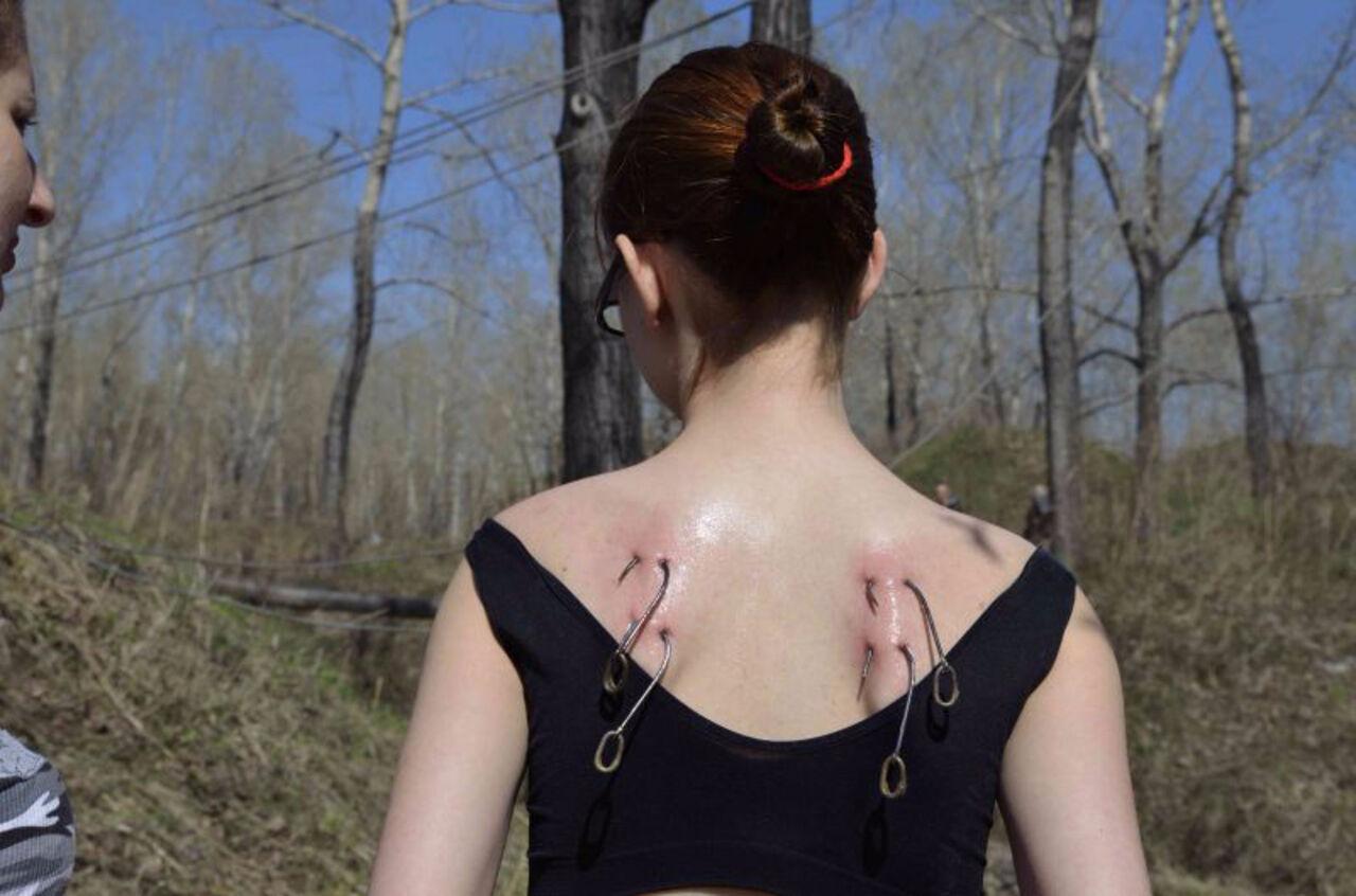 Прибивание гвоздей в сиськи, Бдсм гвоздями прибили сиськи - видео Последние 11 фотография