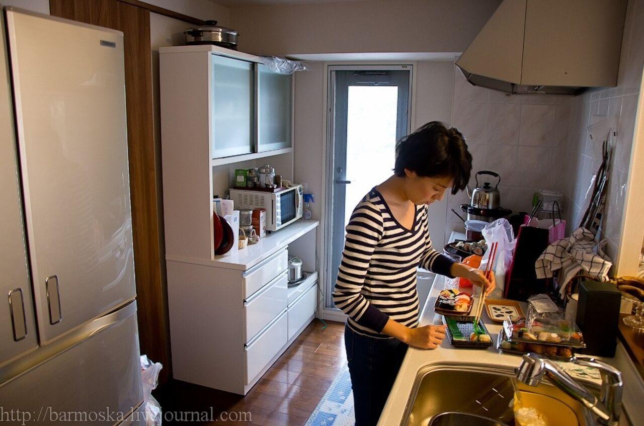С японкой на кухне 15 фотография