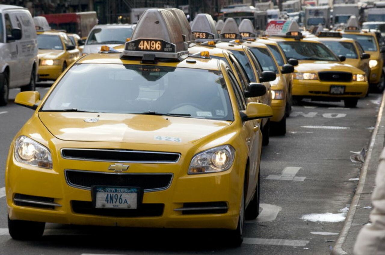 Рассчиталась с таксистом