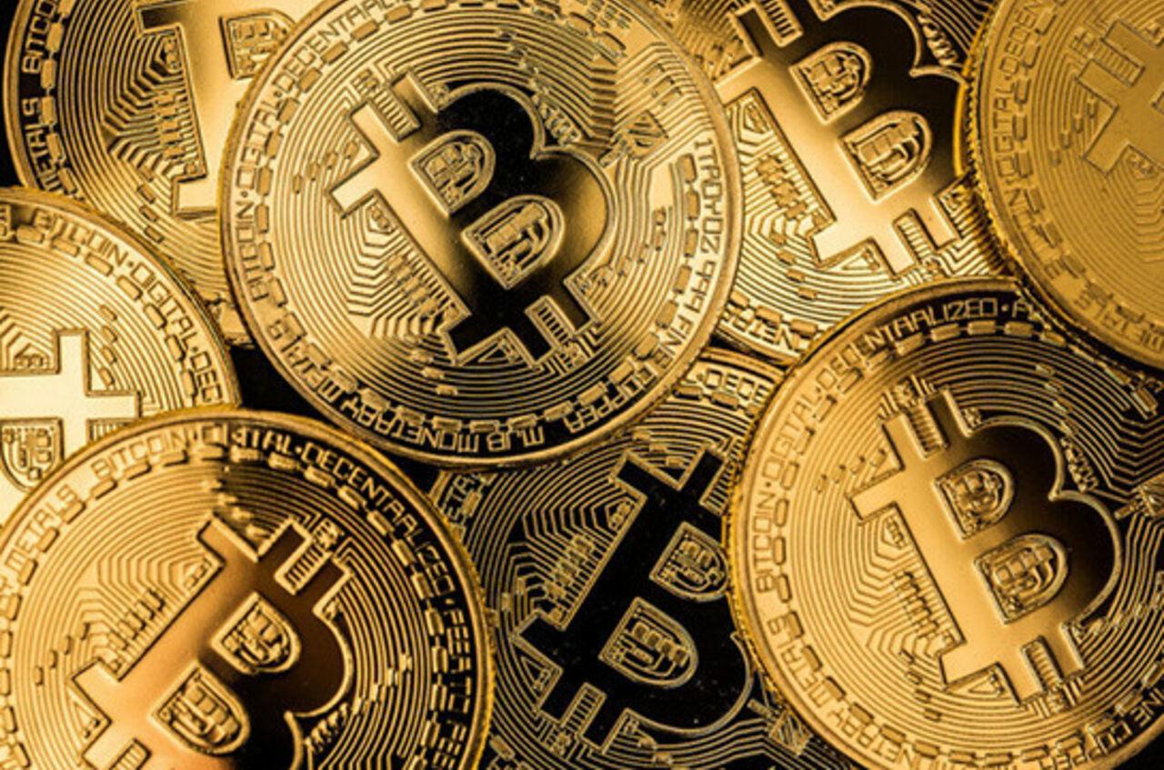 Стоимость биткоина одолела рубеж в $7 тыс.