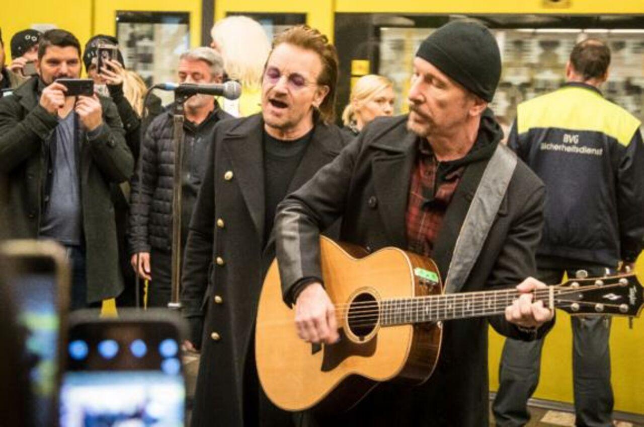 Группа U2 выступила налинии метро U2 вБерлине