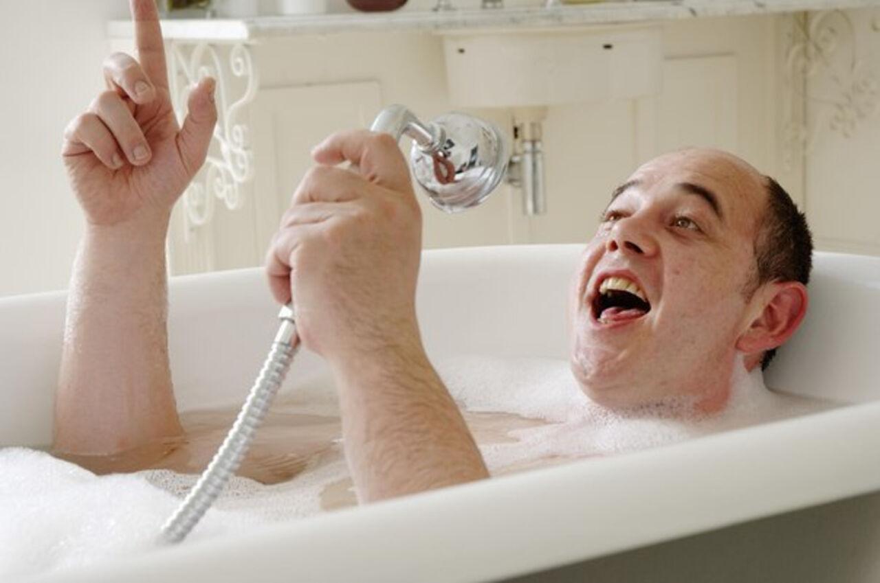 Сын моется дома 4 фотография